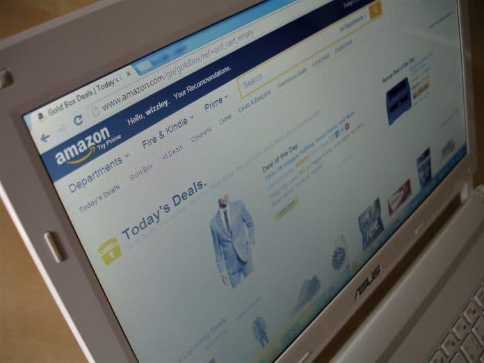 아마존에서 온라인 쇼핑을 하는 장면/ⓒPixabay